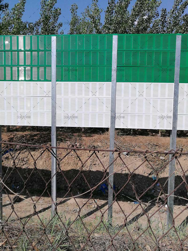 北京到廊坊的高速公路两旁的声屏障案例